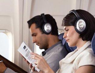 Uçağa binenlerin çoğu bunu bilmiyor! Meğer kulaklığı taktığınızda...