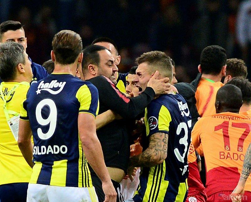Hasan Şaş'tan penaltı kararına flaş tepki! İşte o görüntüler...