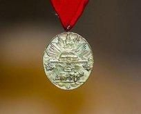 8 askerin mirasçısına İstiklal Madalyası