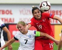 Bayanlar Kosova önünde