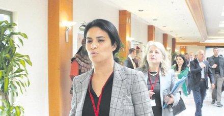 Fransız milletvekili Sonia Krimi salondan kaçtı, 'Kaçmadım' dedi