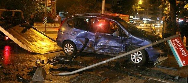 Son dakika: Kadıköy'de iki otomobil çarpıştı, 3 kişi yaralandı