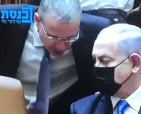 Netanyahu uyarılarak koltuktan kaldırıldı