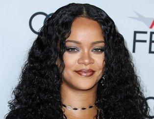 Rihanna Instagram'dan bikinili pozlarını paylaşınca... İşte çok konuşulan görüntüler