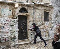 Yahudi işgalciler Filistinli ailenin evine el koydu