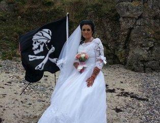 İrlandada 300 yaşındaki hayaletle evlenen Amanda Teague ayrıldığını duyurdu
