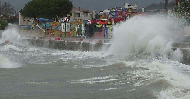 3 metrelik dev dalgalar sahili dövdü