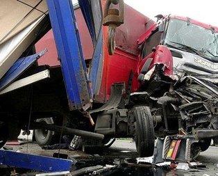 Feci kaza! Kilometrelerce araç kuyruğu oluştu