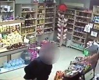 Kadın çalışanı taciz etti... Baltayı taşa vurdu