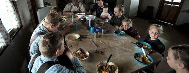 Teknolojiden uzak gaz lambası ışığında yaşayan topluluk Mennonitler