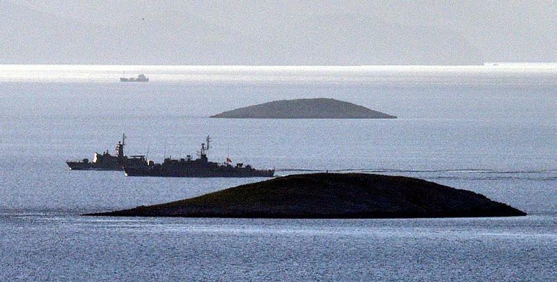 Türk ve Yunan savaş gemileri burun buruna