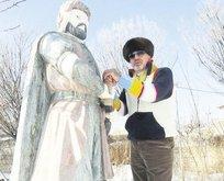 5 padişahın heykelini yaptırdı