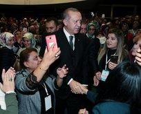 Başkan Erdoğana AK Partili kadınlardan sevgi gösterisi