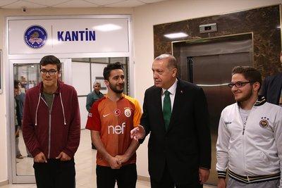Cumhurbaşkanı Erdoğan öğrencilerle sahur yaptı