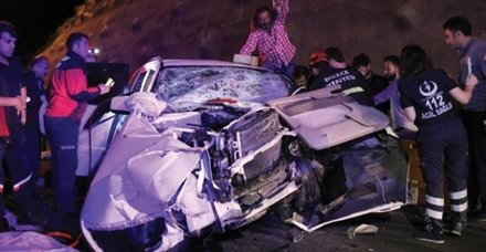 Bolu'da feci kaza! 3'ü ağır 8 yaralı