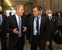 Bakan Akar Yunanistan Savunma Bakanıyla görüştü