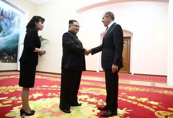 Rus gazeteci Kim Jongun sarayına girdi