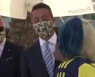 Rambo Okan Fenerbahçe Başkanı Ali Koç'un yanağından makas aldı