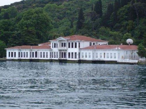 İstanbul Boğazı'ndaki ünlü yalılar ve sahipleri