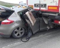 Otomobil TIR'ın altına girdi