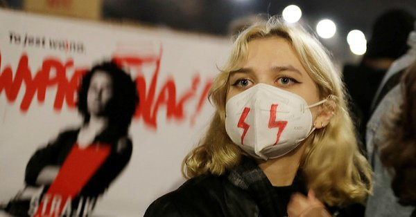 Polonya'da halk, kürtaj yasağına karşı sokağa döküldü