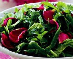 Gül Yapraklı Kıvırcık Salatası Tarifi