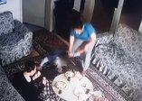 İzmir'de engelli çocuğa bakıcı dehşeti kamerada