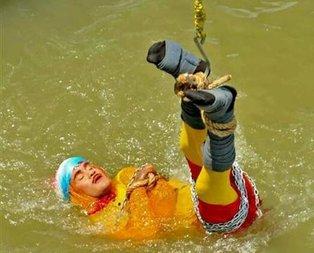 Hindistan'da bir sihirbaz nehirde kayboldu