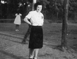 Bilim insanları genç kadının fotoğraflarına yorum dahi yapamadı! 1943'te Macaristan'da...