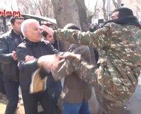 Ermenistan da karşıt iki grup karşı karşıya