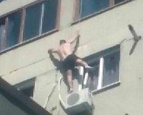 Pencereye tırmanırken böyle düştü