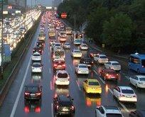 Yağmur sonrası trafik kilitlendi