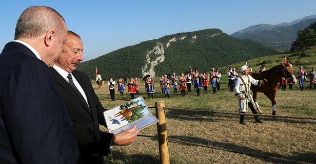 Aliyev, Başkan Erdoğan'a at hediye etti