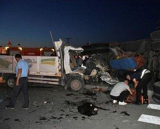 Kars'ta kamyonet ile tır çarpıştı: 1 ölü, 4 yaralı