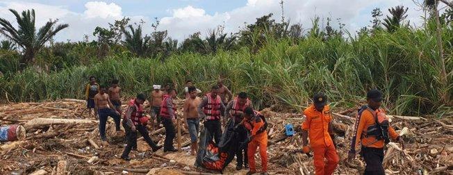 Endonezya'da sel! Çok sayıda ölü ve yaralı var