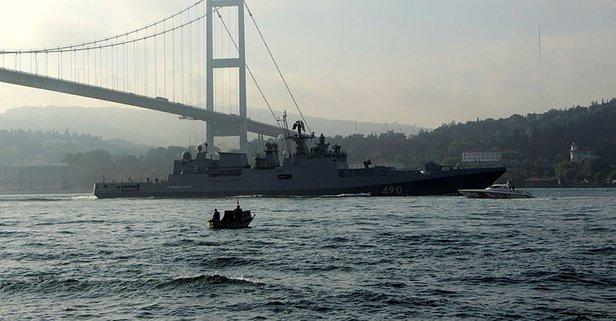 Boğaz'da hareketli anlar! Sahil güvenlik botları eşlik etti