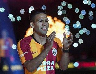 Galatasaray'ın dünyaca ünlü yıdızı Falcao eşi Lorelei Taron ve kızlarıyla birlikte alışverişte...
