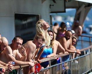 31'inci Boğaziçi Kıtalararası Yüzme Yarışı renkli görüntülere sahne oldu