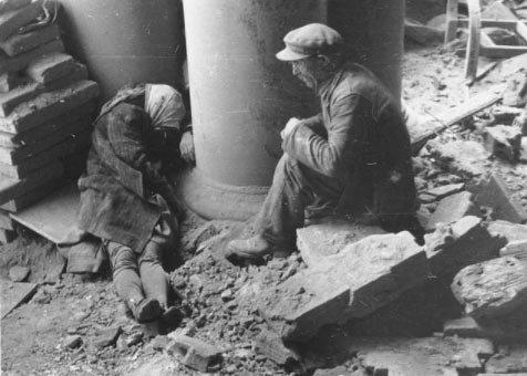 Tarihin tozlu raflarından çıkan en acı fotoğraflar