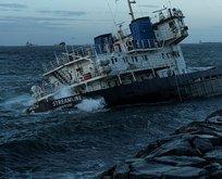 Zeytinburnu'nda karaya oturan gemi suya gömüldü