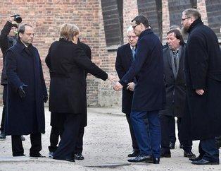 Dünya bu görüntüleri konuşuyor! 65 yaşındaki Merkel bir anda dengesini kaybetti ve...
