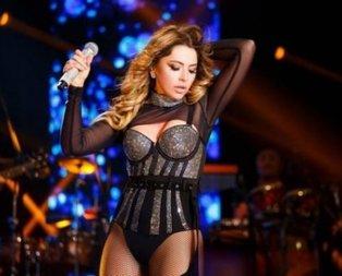 Hadisenin şarkılarından çok konser kıyafetleri dikkat çekiyor!