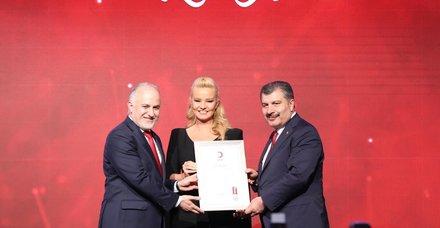 Türk Kızılayı'ndan Müge Anlı'ya Platin madalya
