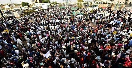 Son dakika: Sudan ordusundan göstericilere müdahale!