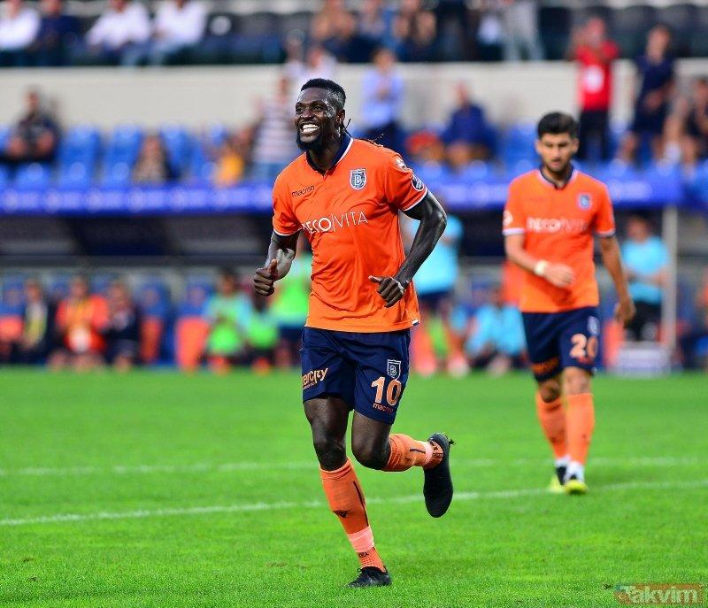 Slimani gidiyor, Adebayor geliyor! Fenerbahçe'nin transfer bombasını Fransızlar yazdı