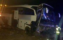 Niğdede yolcu otobüsü refüje çarptı!