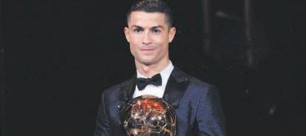 Cristiano Ronaldo 5. kez Altın Top'un sahibi