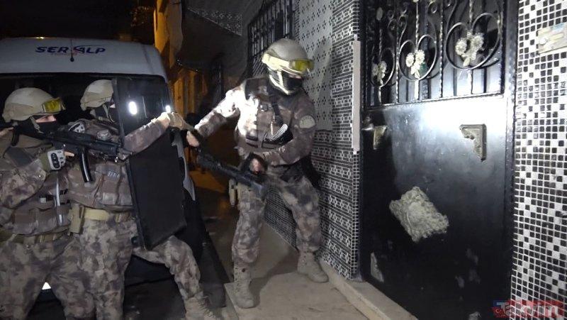 Bursa'da bin polisle şafak operasyonu! Özel harekat kapıları böyle kırdı