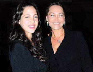 Hülya Avşar ve Kaya Çilingiroğlu'nun kızı Zehra tatil fotoğraflarıyla sosyal medyayı salladı!