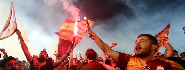 Galatasaray'ın 22. şampiyonluğu Türkiye genelinde kutlandı